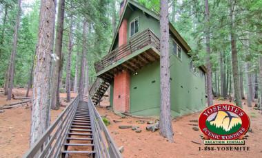Yosemite Scenic Wonders has Yosemite cabins available for rent - Hawks Nest Lodge