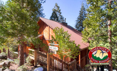 Yosemite Scenic Wonders has Yosemite cabins available for rent - Muir House