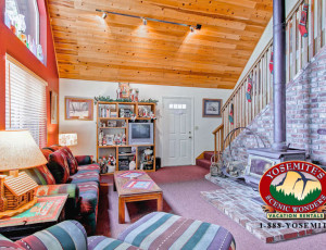 Yosemite Scenic Wonders has Yosemite cabins available for rent - Christmas Cabin