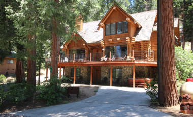 Yosemite Scenic Wonders has Yosemite cabins available for rent - Tioga & Tenaya Logs