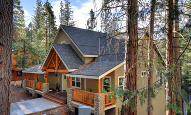 Yosemite Scenic Wonders has Yosemite cabins available for rent - River Rock Retreat